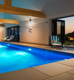 Large self catering house with swimming pool somerset
