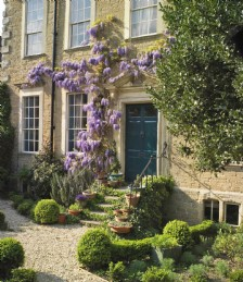 Pamper to your green-fingered fancies and take a blomin´ good look at the spring gardens of the west country