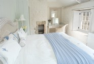 Bright spacious double en suite bedroom