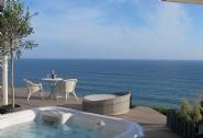 Luxury cliff top beach hut Daydreamer Whitsand Bay
