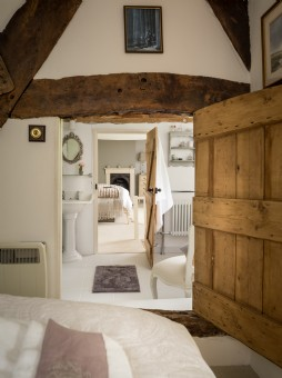 Luxury holiday cottage in West Overton, Wiltshire