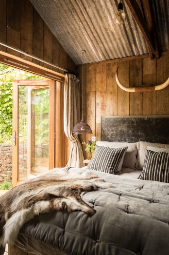 Rustic self-catering cabin in Cornwall