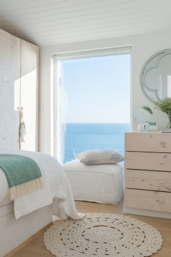 Luxury eco-friendly beach hut overlooking Whitsand Bay