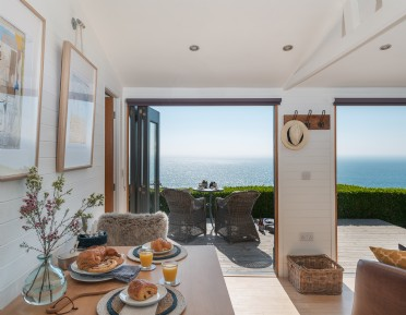 Luxury self-catering beach hut Whitsand Bay