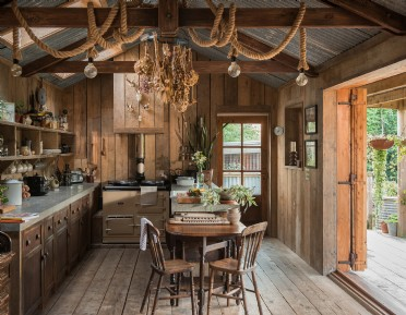 Rustic self-catering cabin in Cornwall